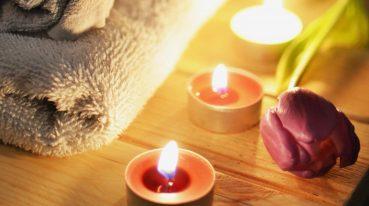 Handtuch und Kerzen