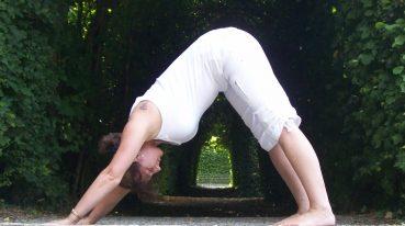 Yogapose Carmen Dejon