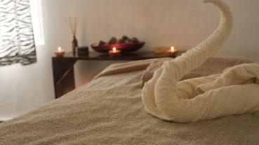 Kerzen und Handtuch