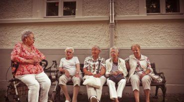Gruppe älterer Damen